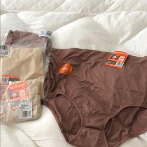 Size 8 Warner's  briefs NWT 4 pair
